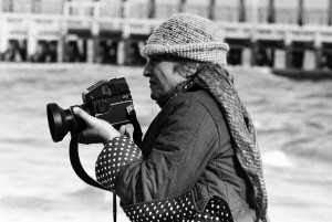 Jung Zseni az én gépemmel fényképez (Oostende, Belgium, 1983. szeptember) Photo: Eifert János