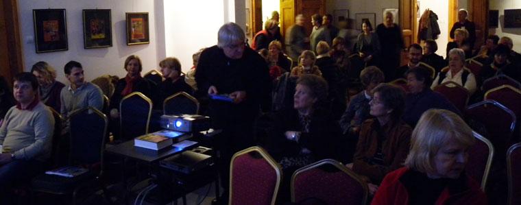 Koltai Lajos a Sorstalanság c. filmjét vetíti Verasztó Lajosnál (Photo: Eifert János)