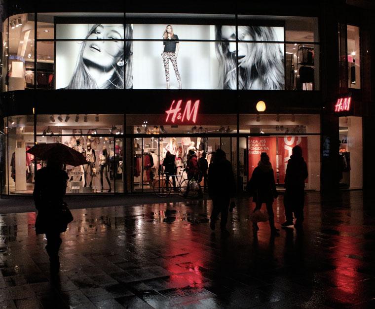 2013.01.28. Zagreb, esti-utca-H&M-üzlettel (Eifert János felvétele)