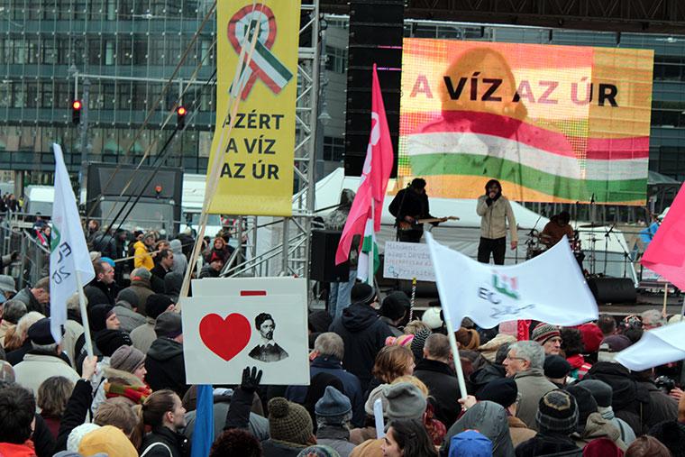 Kistehén zenekar a Millás tüntetésen (Photo: Eifert János)