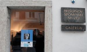 Tihomir Pinter (Slovenija) Razstava fotografij »Portreti Prešernovih nagrajencev pesnikov in pisateljev«, Četrtek, 4. aprila ob 19. uri v galeriji Prešernove hiše (Photo: Eifert János)