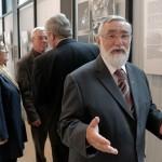 Szenti Tibor, mögötte Almási László polgármester feleségével, Dr. Kószó Péter alpolgármester (Photo: Eifert János)