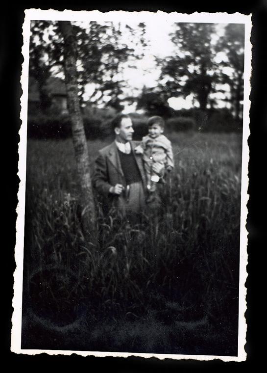 Apámmal az erdõben, egy éves koromban, 1944. májusában
