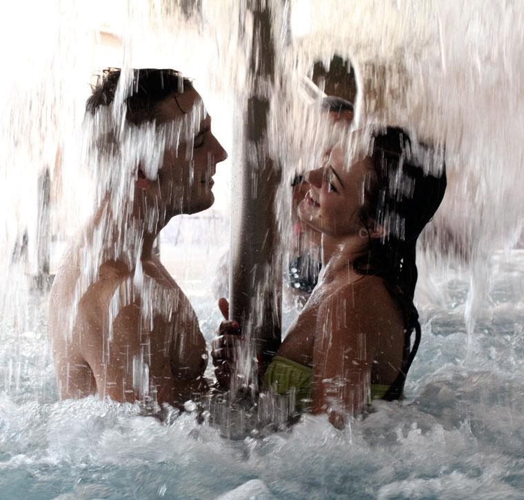 Bánk, Tó Wellness Hotel-Fürdőző-pár (Photo: Eifert János) 2013.06.20.