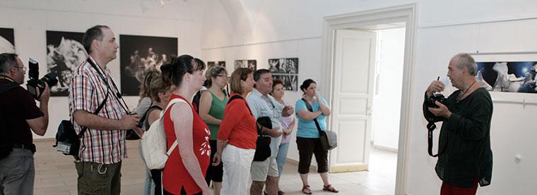Eifert János tárlatvezetése a Múzeumok Éjszakáján, az Alföldi Galériában megrendezett életmű-tárlatán (Photo: Katona Péter) 2013.06.22.