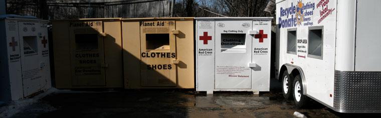 Ruha, gyógyszer, adomány-gyűjtő. Needham Recycling, MA, USA, 2008.02.14. (Photo: Eifert János)