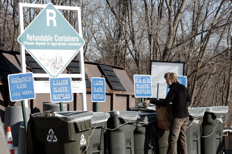 Szelektív-hulladékgyűjtőhely, Needham Recycling, MA, USA, 2008.02.14. (Photo: Eifert János)