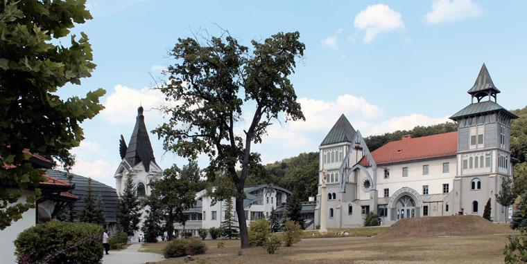 Piliscsaba, a Pázmány Péter Katolikus Egyetem, amely Makovecz Imre építész tervei alapján készült (Photo: Eifert János)