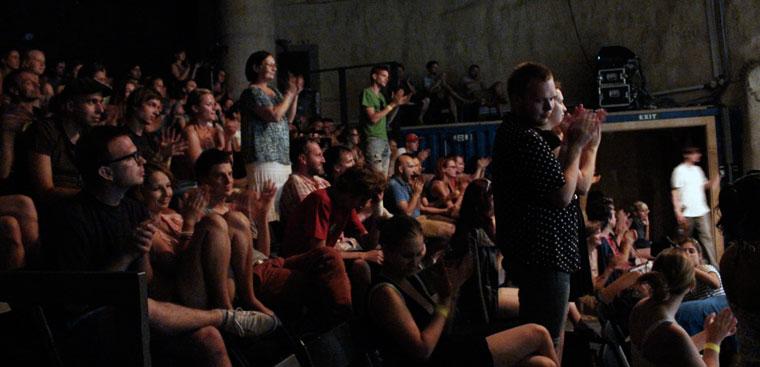 Az előadás végén állva tapsolnak (Photo: Eifert János) EDGE, 2013.07.26.
