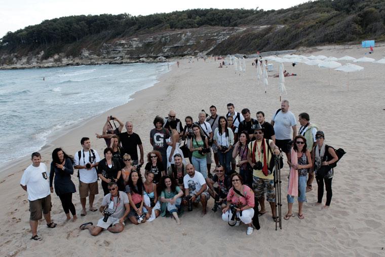 Csoportkép a tengerparton. Test és Mozgás - Eifert János aktworkshop (Primorsko, Bulgária, 2013. szeptember 13.)