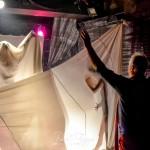 Eifert instruálja táncosait (Fagyas Robert felvétele)