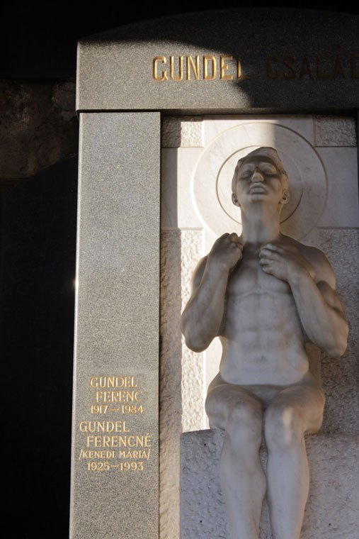 Gundel család síremléke - Fiumei úti Sírkert, Budapest, 2013.10.19. (Photo: Eifert János)