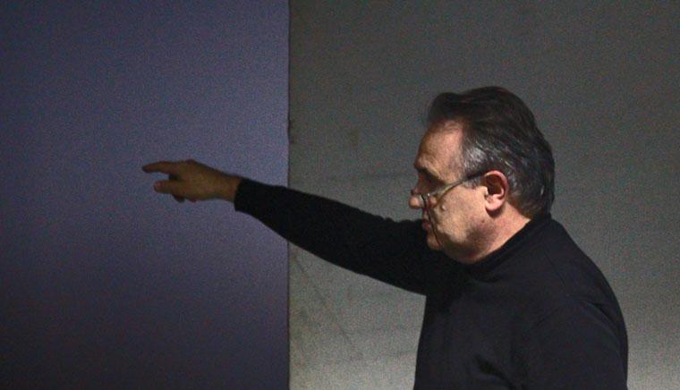Peti Péter tájékoztatja a hallgatókat (Eifert János felvétele)