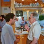 Hász András és Schwanner bandi beszélgetnek Hemző Károlynál, 1996.06.06. (Eifert János felvétele)