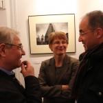 Montvai Péter és felesége, barátjukkal beszélgetnek, 2014.02.17. (Eifert János felvétele)