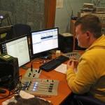 A hangtechnikus a Civil rádióban (Eifert János felvétele)