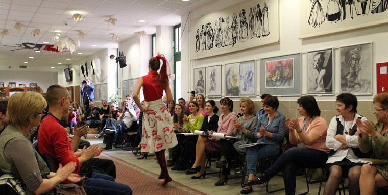 Modell Divatiskola, saját tervezésű ruhák bemutatója és versenye (Eifert János felvétele)