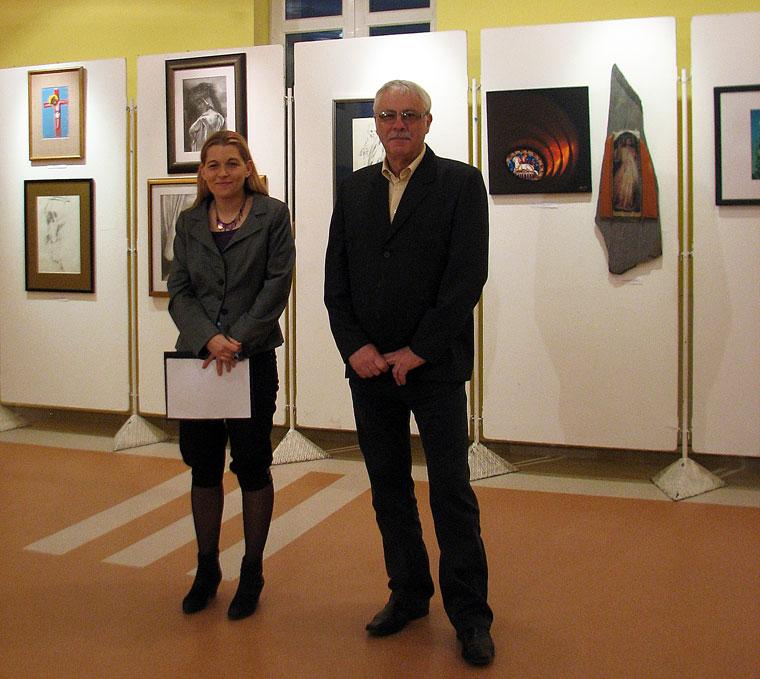 Maczkay Zsaklin művészetin író és Markó József, Göd város polgármestere (Photo: Borbély F. Gusztáv)