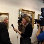 Kiss Ramóna interjút készít Fekete Györggyel, a VTV számára (Eifert János felvétele)