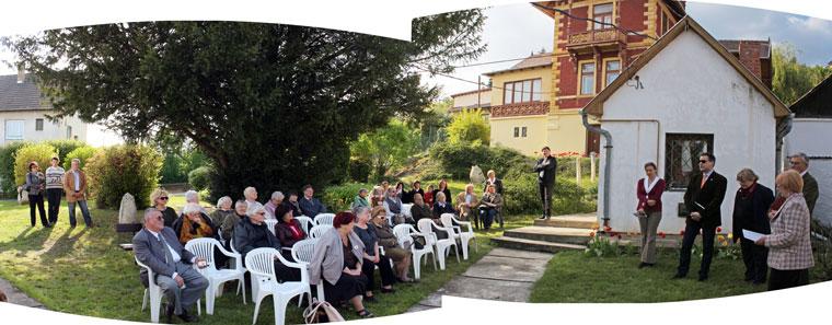 Kiállításmegnyitó a kertben, 2014.04.12. (Photo: Eifert János)