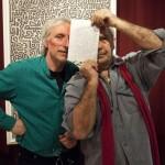 Olajos György és Eifert János a dedikált rajzzal (Neumann Ilona felvétele)
