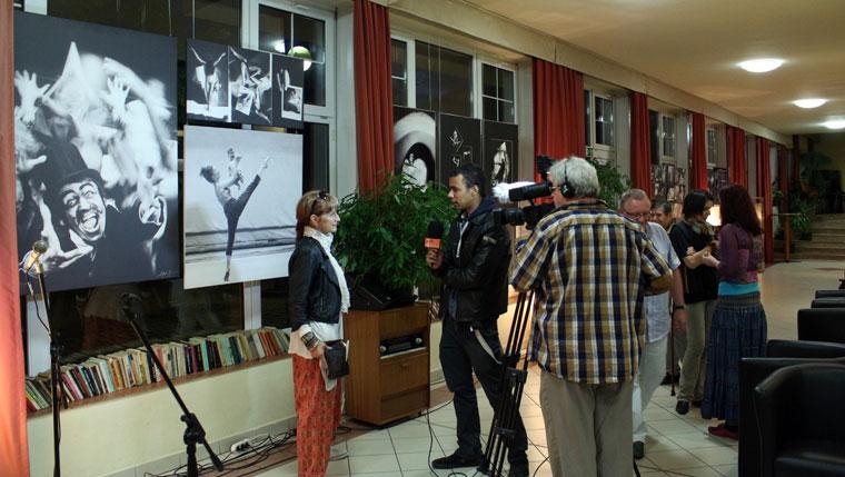 Móger Ildikó TV-interjút ad, 2014.04.28. (Eifert János felvétele)