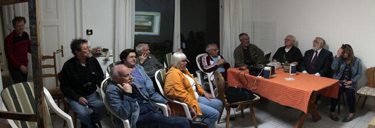 Szenti Tibor előadását hallgatjuk az Alkotóházban, Hódmezővásárhely, 2014.05.07. (Eifert János felvétele)