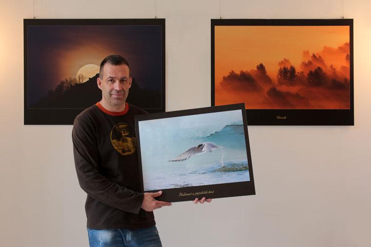 Varga István képeivel a Kerengő Galériában (Eifert János felvétele)