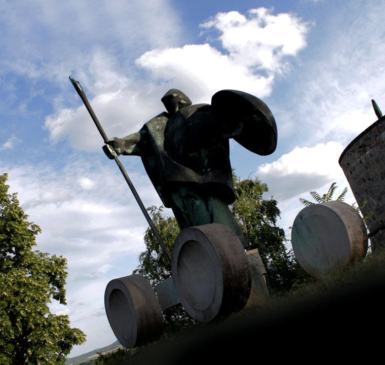 2014.06.20.-Esztergom-Vigh-Tamás-Városalapító-vitéz-szobra