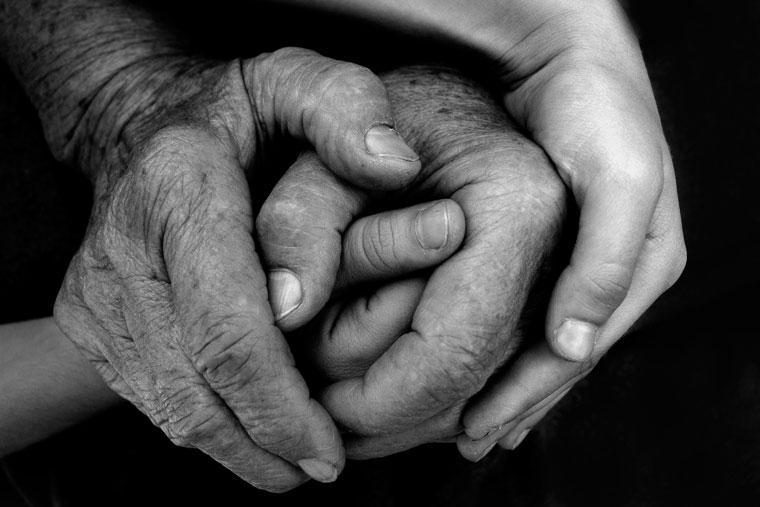 Eifert János: Anyám keze Katáéval (Hódmezővásárhely, 2003)