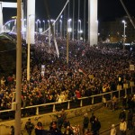 Tüntetők az Erzsébet-hídnál, 2014.10.28. (Photo: Eifert János)