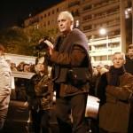 Eifert a tüntetésen fotózik, 2014.10.28. (Kincses Gyula felvétele)