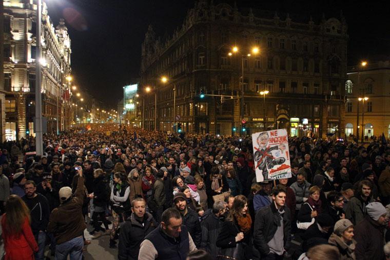 Tüntetők az Erzsébet-hídon, 2014.10.28. (Photo: Eifert János)