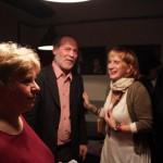 Móger Ildikó és egy régi ismerős Újlaki Dénes születésnapi köszöntésén. Kamra, 2015.01.20. (Eifert János felvétele)