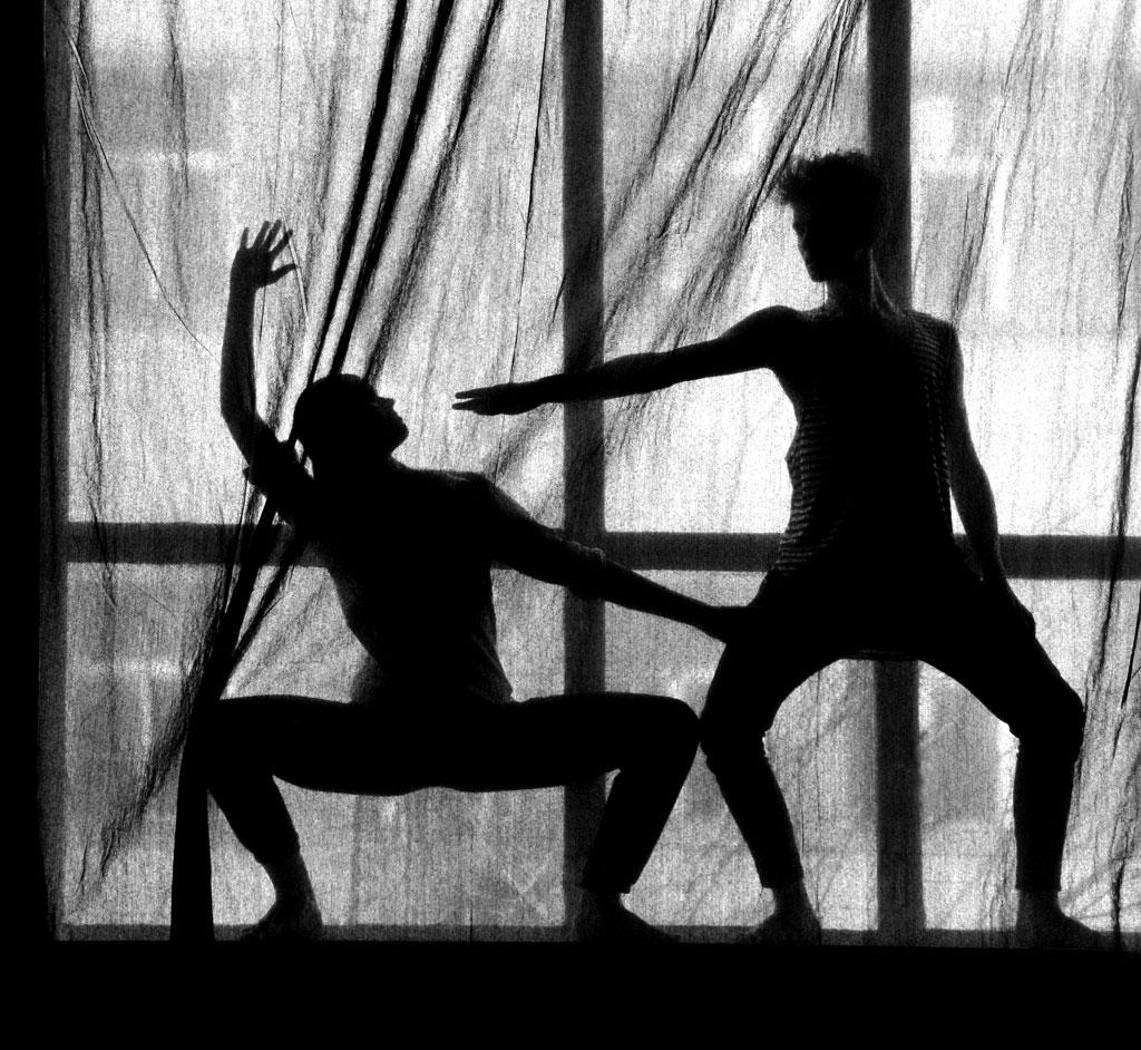 2015.04.10.-Táncosok-ablakbStupek Míra és Farkas Gergő Dávid táncművészek (Eifert János felvétele)