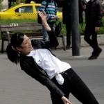 A Táncművészeti Főiskola balettnövendékei a Deák téren (Eifert János felvétele)
