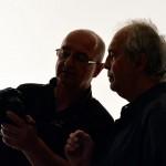 Laki Zoltán és Eifert János visszanézik a képeket (Olasz Ági felvétele)