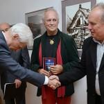 Nagy-Tivadarnak-Boráros-Imre-színművész-gratulál (Pavol Sedliak felvétele)