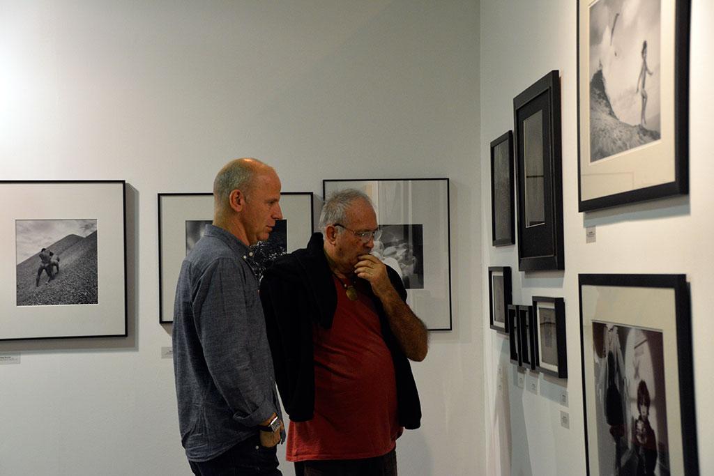 Borbély László és Eifert János az Artphoto galéria standján, ART MARKET BUDAPEST, 2015.10.08-11. (Olasz Ági felvétele)