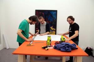2015.11.04. Megnyitó előtt egy nappal dolgoznak az El Kazovszkij kiállításon (Eifert János)