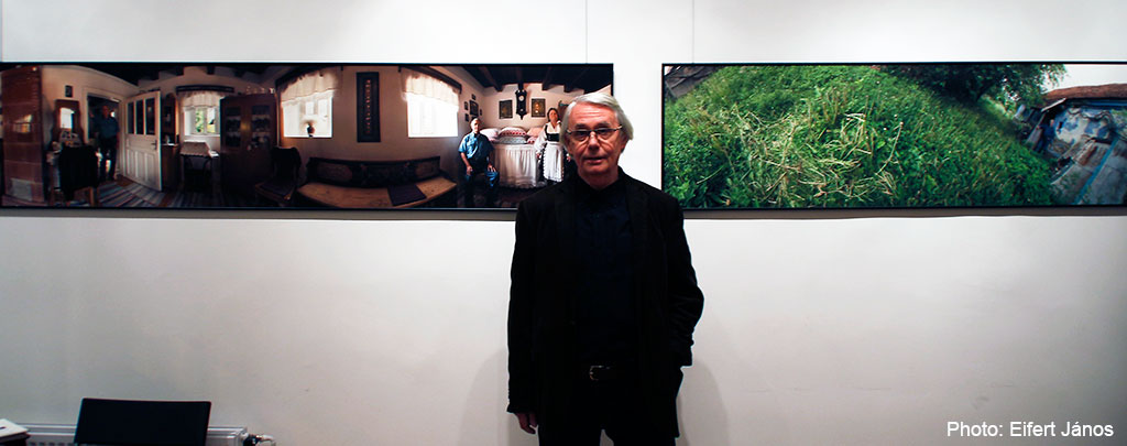 2015.11.30.-Artphoto Galéria, Haris László kiállított képei előtt (Eifert János felvétele)