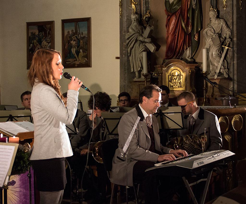2015.12.20.-Schattendorf_Stille-Nacht_Bakcsa-Diana-énekel (Eifert János felvétele)