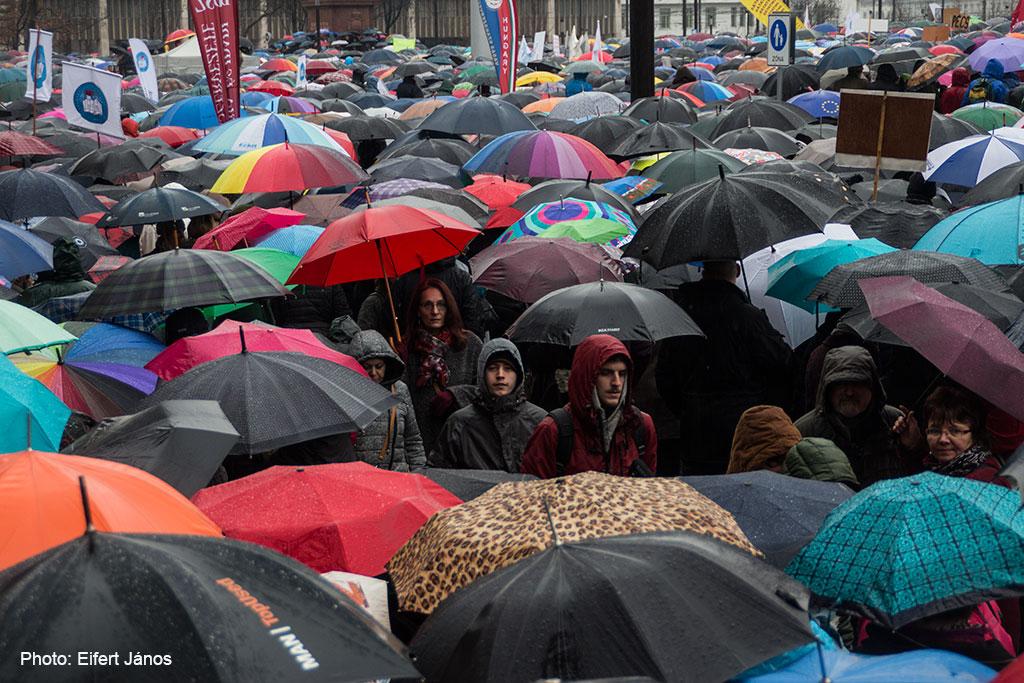 2016.02.13.-Kossuth-téri-tüntetők-01 (Eifert János felvétele)