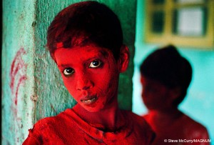 Steve McCurry_Red Boy, India 1996