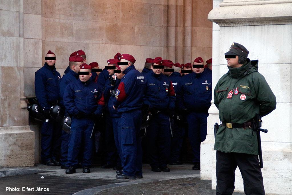 2016.03.15.-Tüntetés-a-Kossuth-téren-Készenléti-rendőrség (Eifert János felvétele)