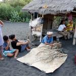2016.07.07.-Bali-Goa-Lawah-Balinéz-család-a-tengerparton (Photo: Eifert János)