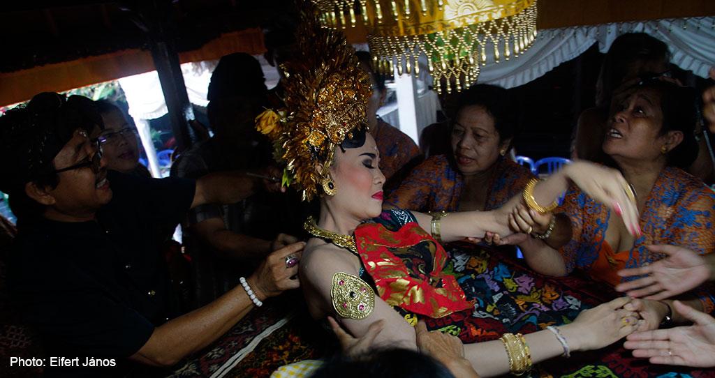 2016.07.15.-Bali-Fogcsiszoló-ceremónia-02 (Photo: Eifert János)