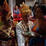 2016.07.15.-Balinéz-esküvő-A-pár-várakozik-a-vendékek-között (Photo: Eifert János)