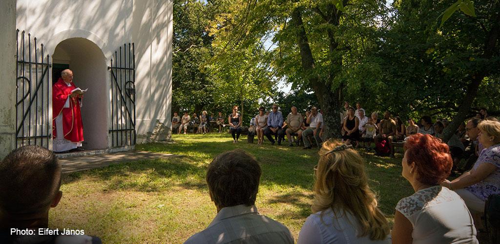2016.08.07.-Börzönce-Mise-a-kápolnánál (Eifert János felvétele)