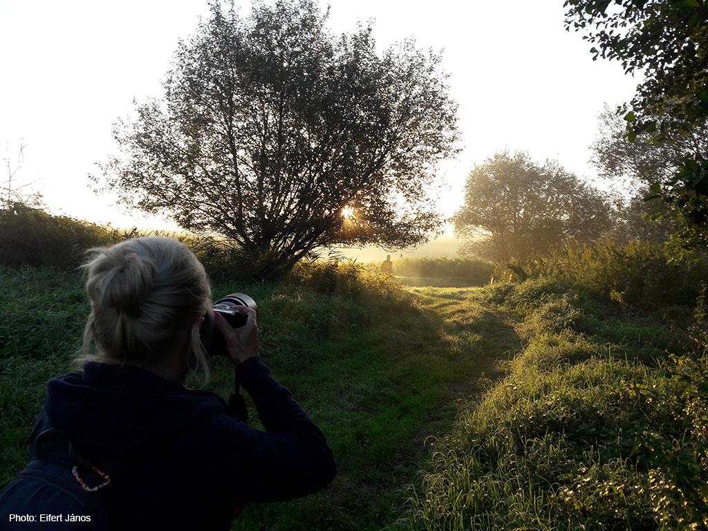 2016.08.28.-Szentliszló-Csörögi-Dóri-fényképezl-a-Válicka-patak-völgyében (Photo: Eifert János)